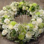 Duftiger weißer Blütenkranz