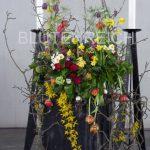 Urnendekoration im Frühling